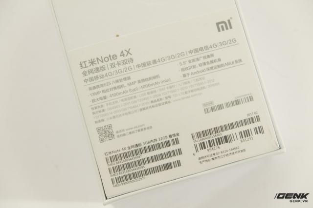 Ở mặt sau là các thông tin được viết bằng tiếng Trung