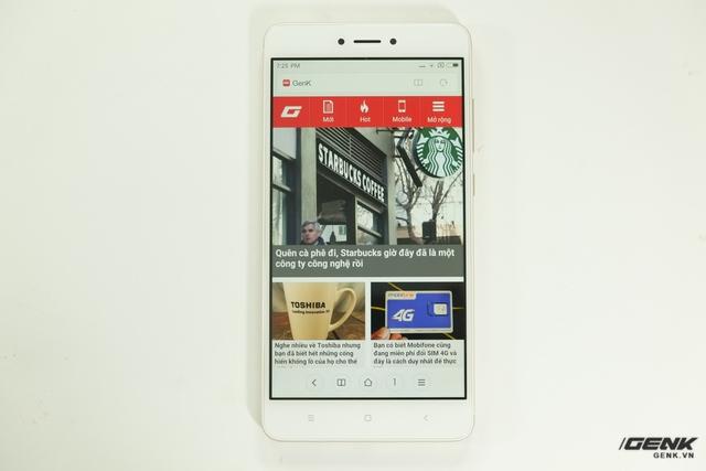 Và đây là chiếc Redmi Note 4X phiên bản màu vàng của chúng ta. Khác với Redmi Note 3 Pro, phiên bản màu vàng của Redmi Note 4X có mặt trước màu trắng