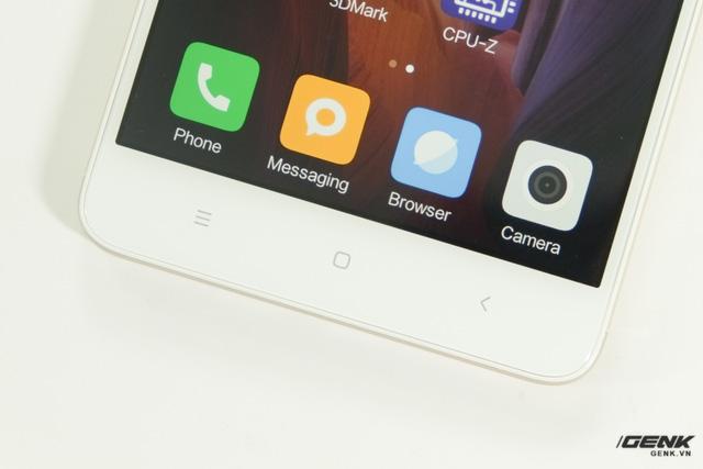 Ba phím cảm ứng dưới màn hình