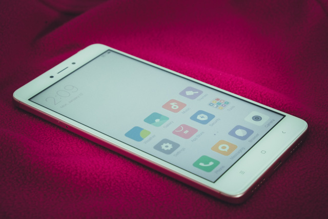 Redmi Note 4X sở hữu màn hình 5.5 inch Full HD IPS, có thể đánh giá là một trong những màn hình có chất lượng tốt nhất trong phân khúc.