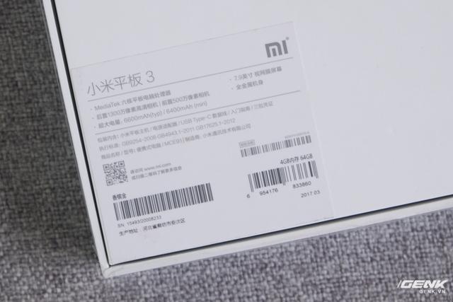 Mặt sau là một số thông tin về cấu hình của máy, trong đó nổi bật bởi con chip MediaTek và dung lượng pin 6600mAh