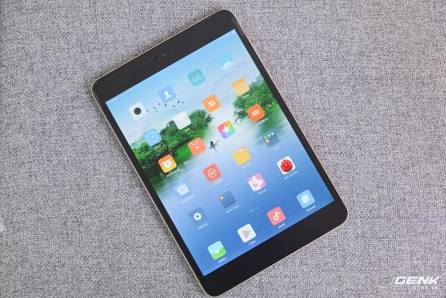 Mặt trước được bao trọn bởi màn hình 7.9 inch, độ phân giải 1536x2048, công nghệ IPS