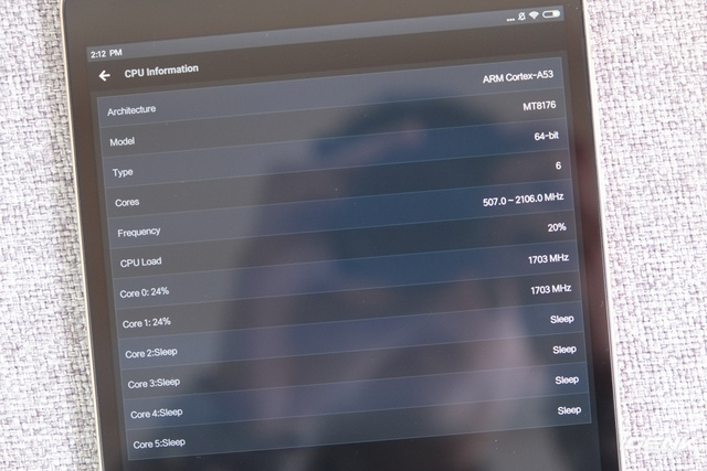 SoC này bao gồm 6 nhân xử lý, trong đó có 2 nhân Cortex-A72 hiệu năng cao và 4 nhân Cortex-A53 tiết kiệm điện. Có thể coi đây là đối thủ trực tiếp với Snapdragon 650.