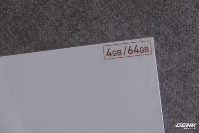 Ở góc là thông tin về dung lượng RAM và bộ nhớ trong của máy. Đây là phiên bản với RAM 4GB, bộ nhớ trong 64GB