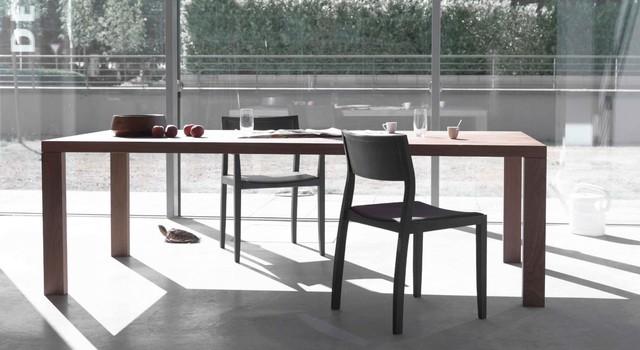 Mẫu bàn mà Apple đặt có thể gần giống như mẫu Essenza này, chỉ có điều độ dài tăng lên gấp đôi. Được biết mẫu Essenza của Arco đã có giá lên đến 2.500 USD/chiếc bàn
