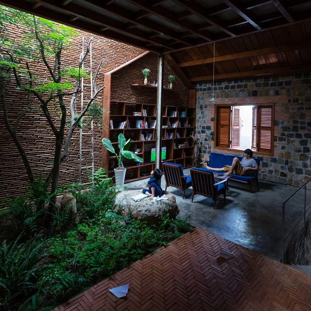 Ngôi nhà sử dụng những vật liệu xưa cũ, nhưng được kiến trúc sư khéo léo kết hợp để sáng tạo ra những texture mới