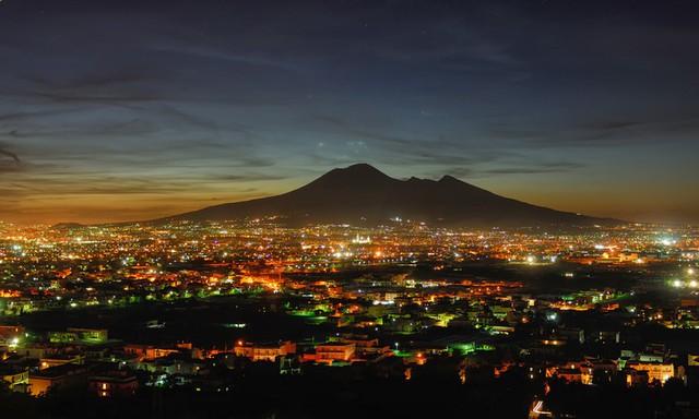 Toàn cảnh núi lửa Vesuvius
