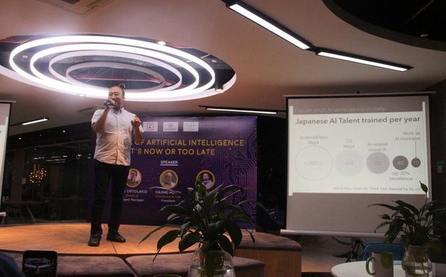 Ông Hajime Hotta tại một sự kiện về công nghệ AI tại Hà Nội