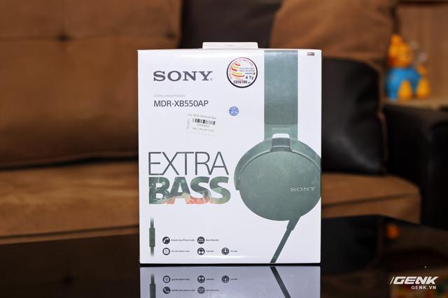 MDR-XB550AP được đóng hộp khá hầm hố. Hình ảnh tai nghe cùng thương hiệu EXTRA BASS trứ danh gây ấn tượng ở bên ngoài.