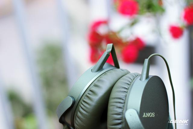 Phần dây tai nghe được gắn liền với củ tai...