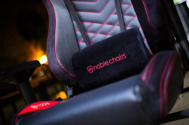 NobleChairs EPIC có thể ngả lưng 135 độ, tính năng Rocking 12 độ cũng rất tuyệt vời.