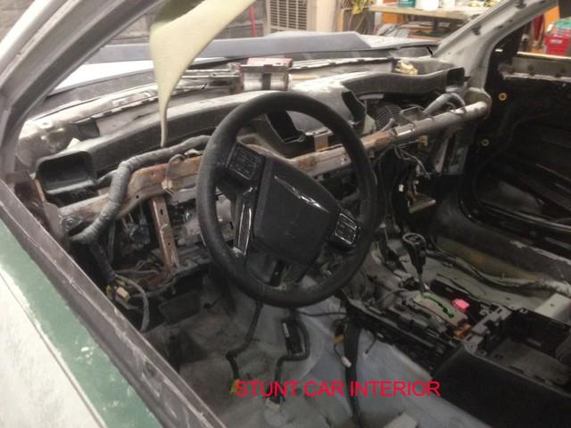 Và đây là quang cảnh bên trong chiếc xe diễn viên đóng thế.