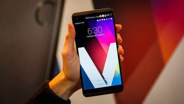 Một chiếc máy khác là V20 cũng sẽ được LG mang về Việt Nam với mức giá 14,99 triệu đồng