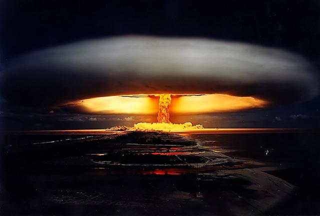 Những quả bom hạt nhân đầu tiên đã tạo ra một lượng phóng xạ có thể theo dõi được trong bầu khí quyển