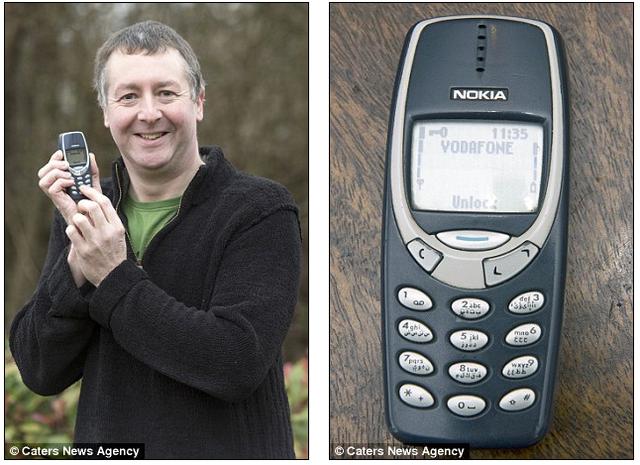 Một người lính Anh đã gắn bó với chiếc Nokia 3310 suốt 17 năm.