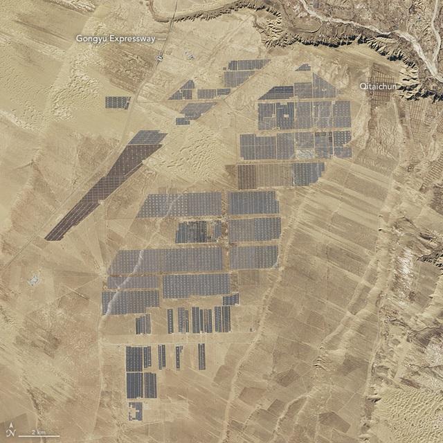 Nhà máy điện mặt trời Longyangxia vào tháng 1/2017