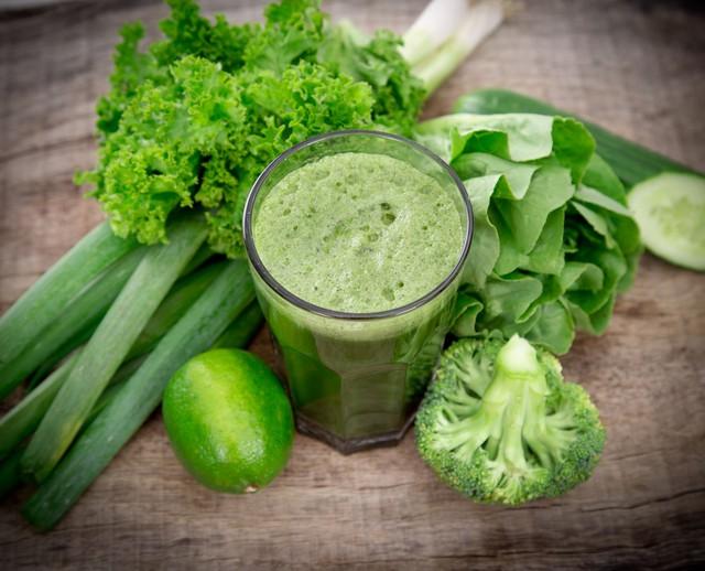 Nếu rau quả không được tiệt trùng, bạn có thể sẽ ăn cả vi khuẩn gây bệnh trong ly sinh tố này