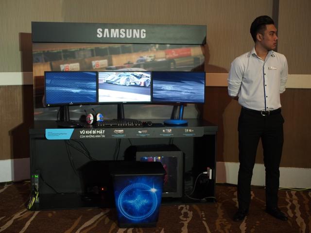 Khu vực trải nghiệm game trên 3 màn hình với độ phân giải cực cao.