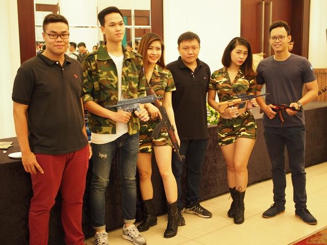 Chim Sẻ Đi Nắng cùng hai cựu thành viên của team 1HP - một trong hai ứng viên cho chức vô địch giải đấu ngày hôm nay.