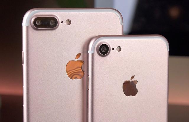 Bộ đôi iPhone 7 và 7 Plus.