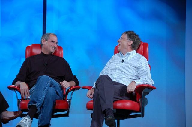 Steve Jobs và Bill Gates đã từng là bạn, nhưng đồng thời cũng là đối thủ cạnh tranh của nhau.