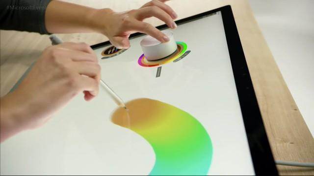 Surface Studio là cú đấm của Microsoft vào Apple.