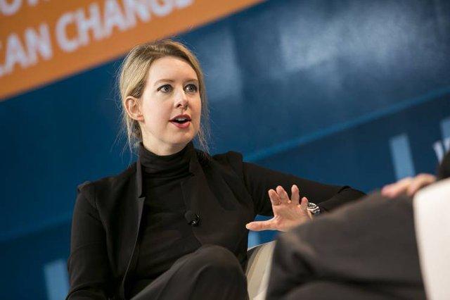 Nhà sáng lập và CEO xinh đẹp Elizabeth Holmes.