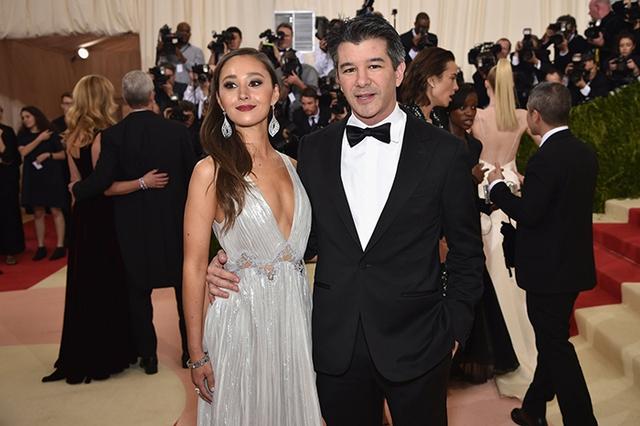 CEO Uber và bạn gái Gabi Holzwarth.