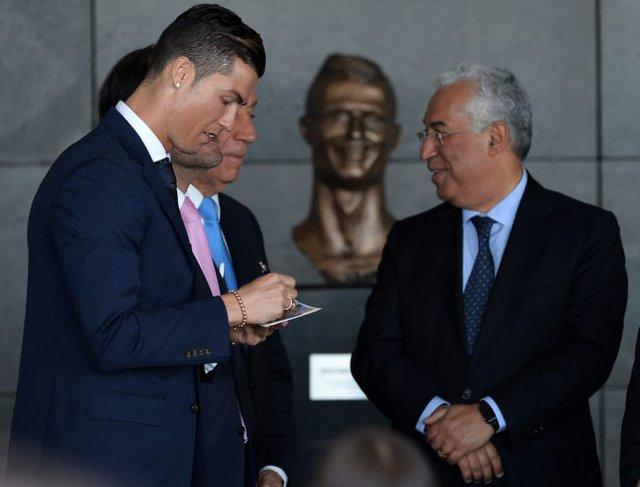 ...với tư cách là một người nổi tiếng, một siêu sao thì Cristiano Ronaldo vẫn tỏ ra rất điềm tĩnh và hòa nhã