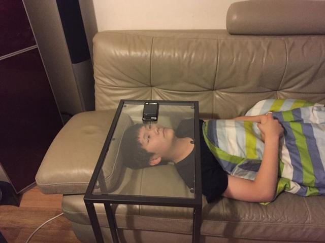 Hoàn toàn thoải mái, hoàn toàn tự do, lỡ có ngủ gật cũng không bị điện thoại rơi vào mặt.