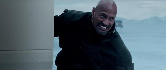Để đáp ứng được yêu cầu cho Fate of the Furious, The Rock đã phải tăng 10kg, tập luyện điên cuồng để vai diễn Hobbs trở nên mạnh mẽ nhất