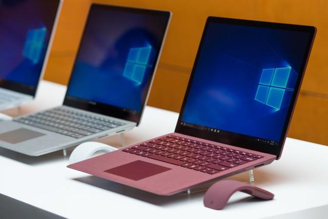 Surface Laptop mới ra mắt của Microsoft có khung bằng kim loại, bàn phím nhựa và một lớp vải phủ trên bề mặt