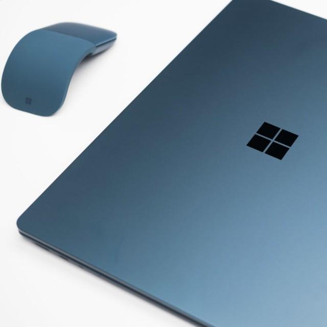 Đi kèm Laptop Surface là chuột Surface Arc Mouse hoàn toàn mới