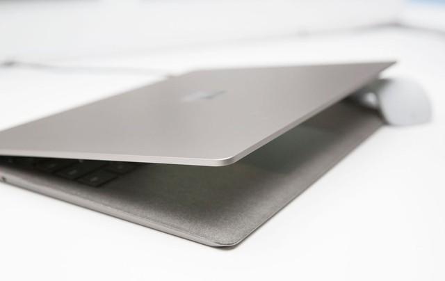 Các viền xung quanh khung kim loại được Microsoft trau chuốt rất cẩn thận