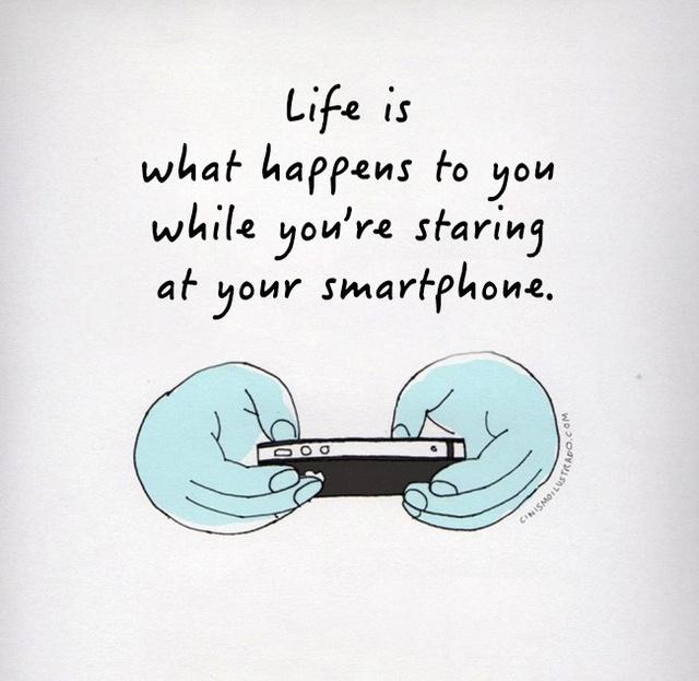 Cuộc sống là những gì diễn ra xung quanh trong khi bạn đang mải chúi đầu vào điện thoại