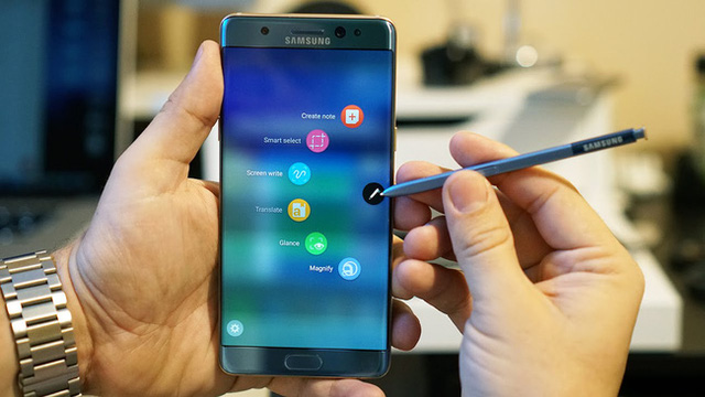 Note7 hấp dẫn người dùng một phần ở cây bút thông minh S-Pen và nhiều tính năng độc quyền kèm theo.