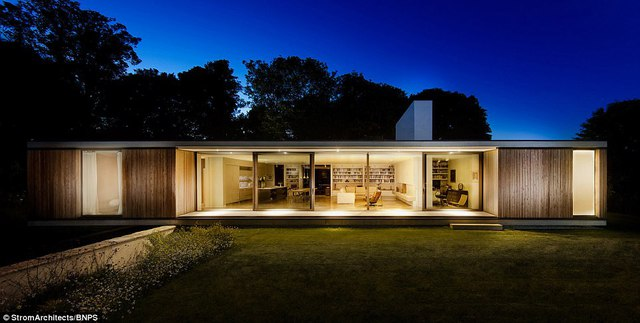 Ngôi nhà mang lối thiết kế hiện đại, tiện dụng của thế kỷ 21 nổi bật giữa vùng quê Dorset yên bình