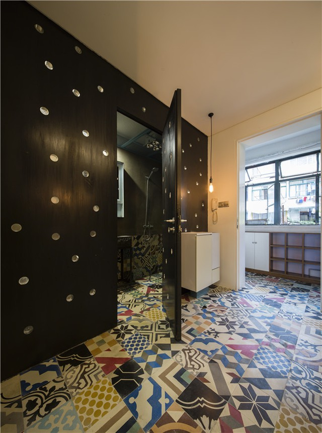 Phòng vệ sinh được thiết kế đơn giản, hiện đại với nhưng vật dụng cơ bản nhất