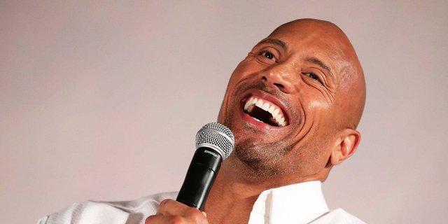 Trong một cuộc phỏng vấn gần đây, Dwayne tiết lộ hiện tại anh ăn 7 bữa một ngày, trong đó có 4 bữa toàn cá