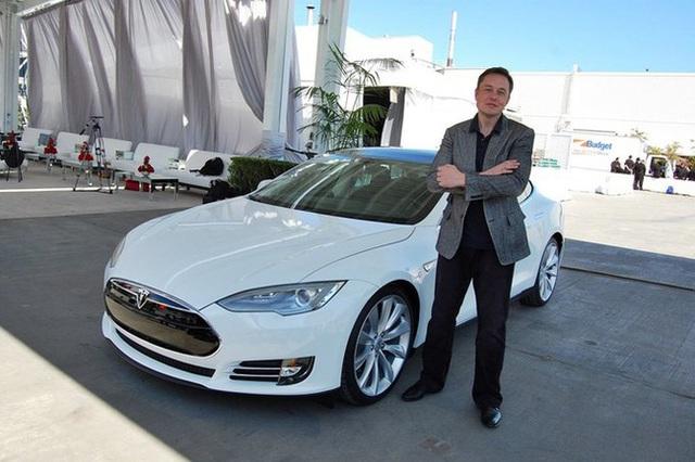 Elon Musk là nhà sáng lập Tesla - công ty Mỹ chuyên thiết kế, sản xuất và phân phối sản phẩm ô tô điện và linh kiện cho các phương tiện chạy điện