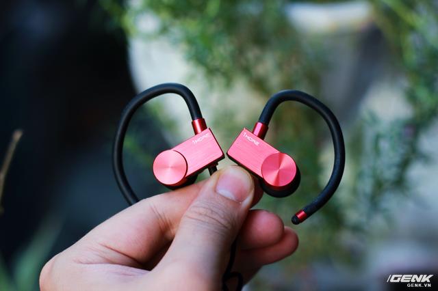 Nếu có không có logo 1More, rất nhiều người sẽ nhầm tưởng đây là chiếc tai nghe đắt tiền Powerbeats
