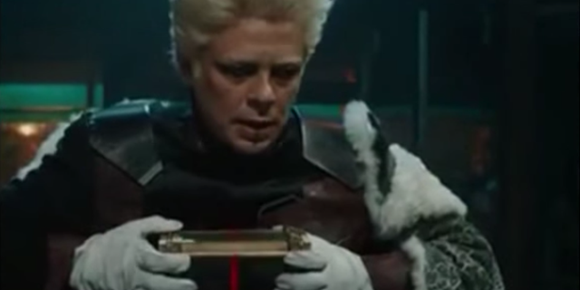 Benicio del Toro xuất hiện lần thứ hai trong một phân cảnh hậu kết của MCU trong vai nhà sưu tập