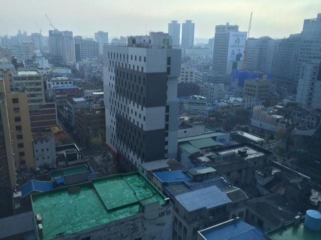 Hình ảnh sáng sớm nhìn từ cửa số khách sạn được GTV. ProE chia sẻ (nguồn: FB Trần Quang Hiệp).