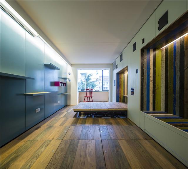 Không gian chính của căn nhà nhìn từ phòng bếp vào