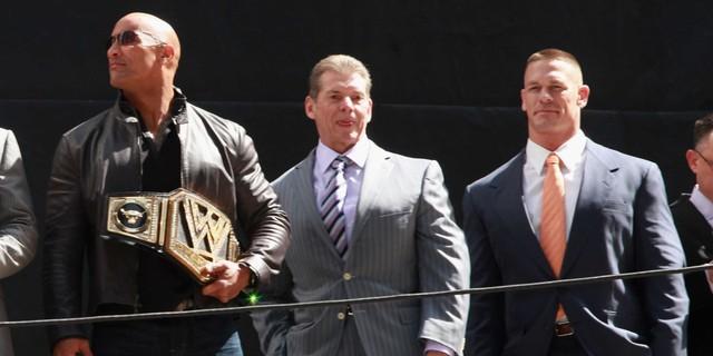 Dwayne Johnson chứng tỏ năng lực của mình trên võ đài bằng việc giành nhiều chiến thắng tại các giải đấu WWE hạng nặng