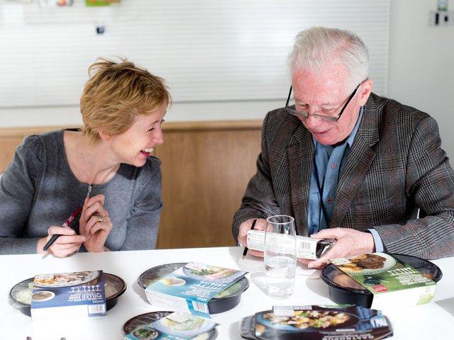 Ngay cả những người già cũng rất ưu chuộng thực phẩm ăn liền