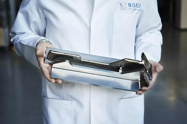 Một linh kiện hoàn chỉnh làm bằng titanium được in 3D bởi Norsk Titanium