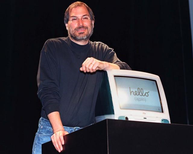 Gần một năm sau khi Microsoft mở hầu bao đầu tư vào Apple, tháng 8 năm 1998, Apple cho ra mắt chiếc iMac, máy tính all-in-one, hiệu năng cao được tạo ra bởi chính Steve Jobs và nhà thiết kế tài năng Jonathan Ive.