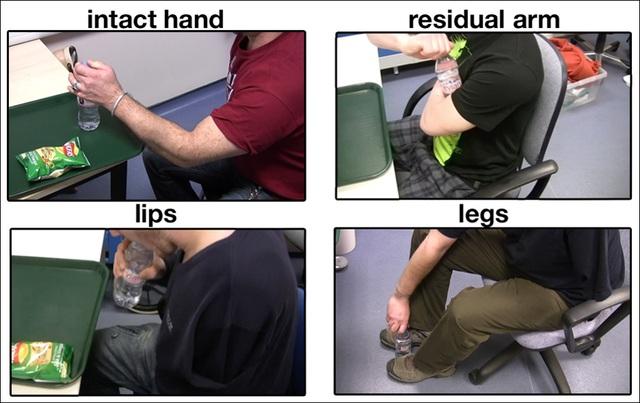 Những người mất tay sử dụng nhiều cách khác nhau để mở một nắp chai