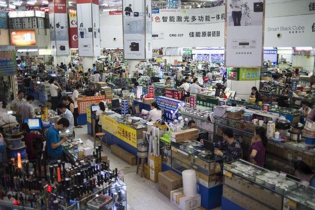 Chợ điện tử Huaqiangbei ở Quảng Đông